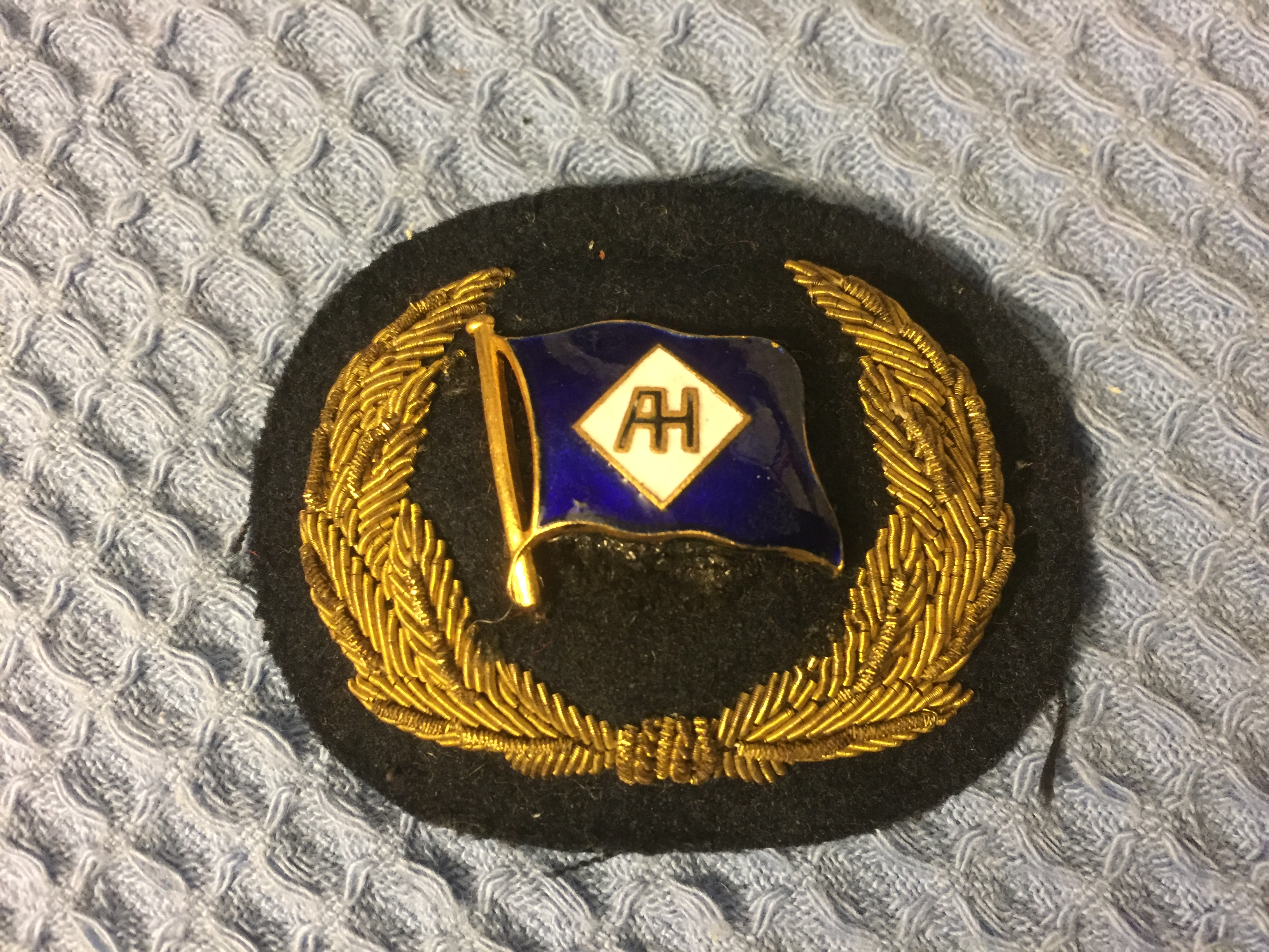 RARE OFFICERS UNIFORM BADGE FROM THE ALFRED HOLT LINE