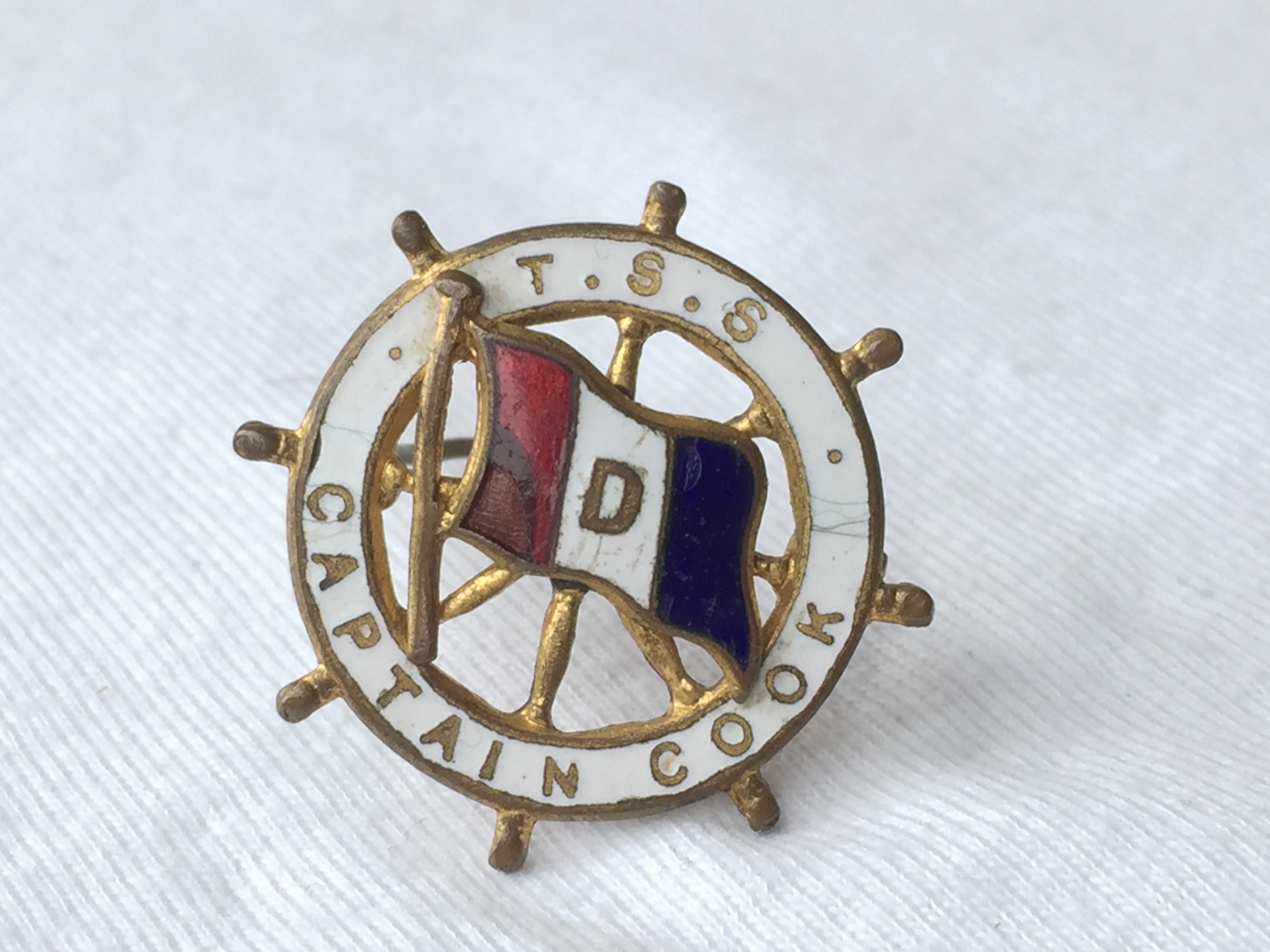 LAPEL PIN BADGE FROM THE DONALDSON LINE VESSEL THE TSS CAPTAIN COOK