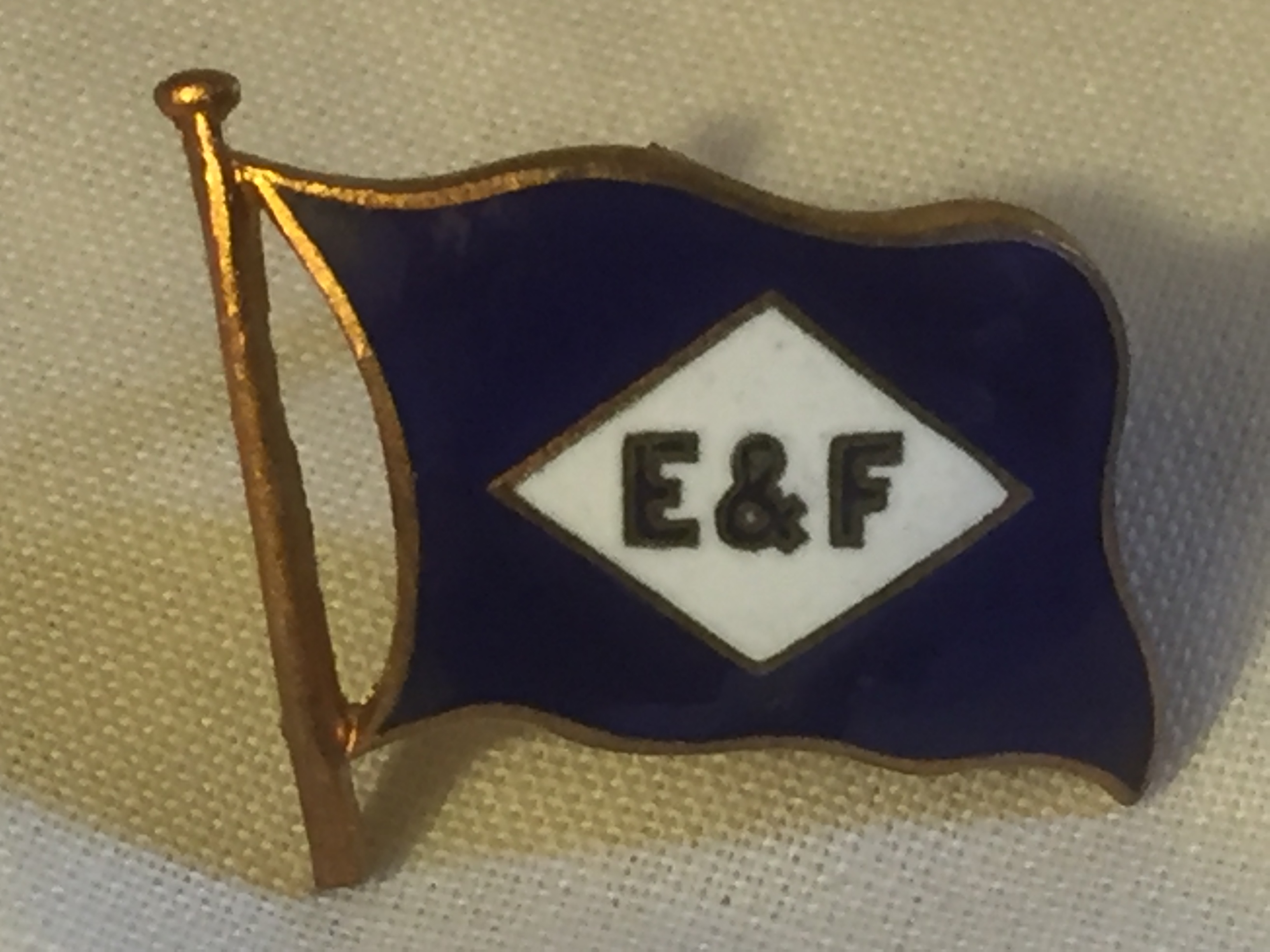 EARLY TYPE LAPEL PIN BADGE FROM THE ELDERS AND FYFES LINE