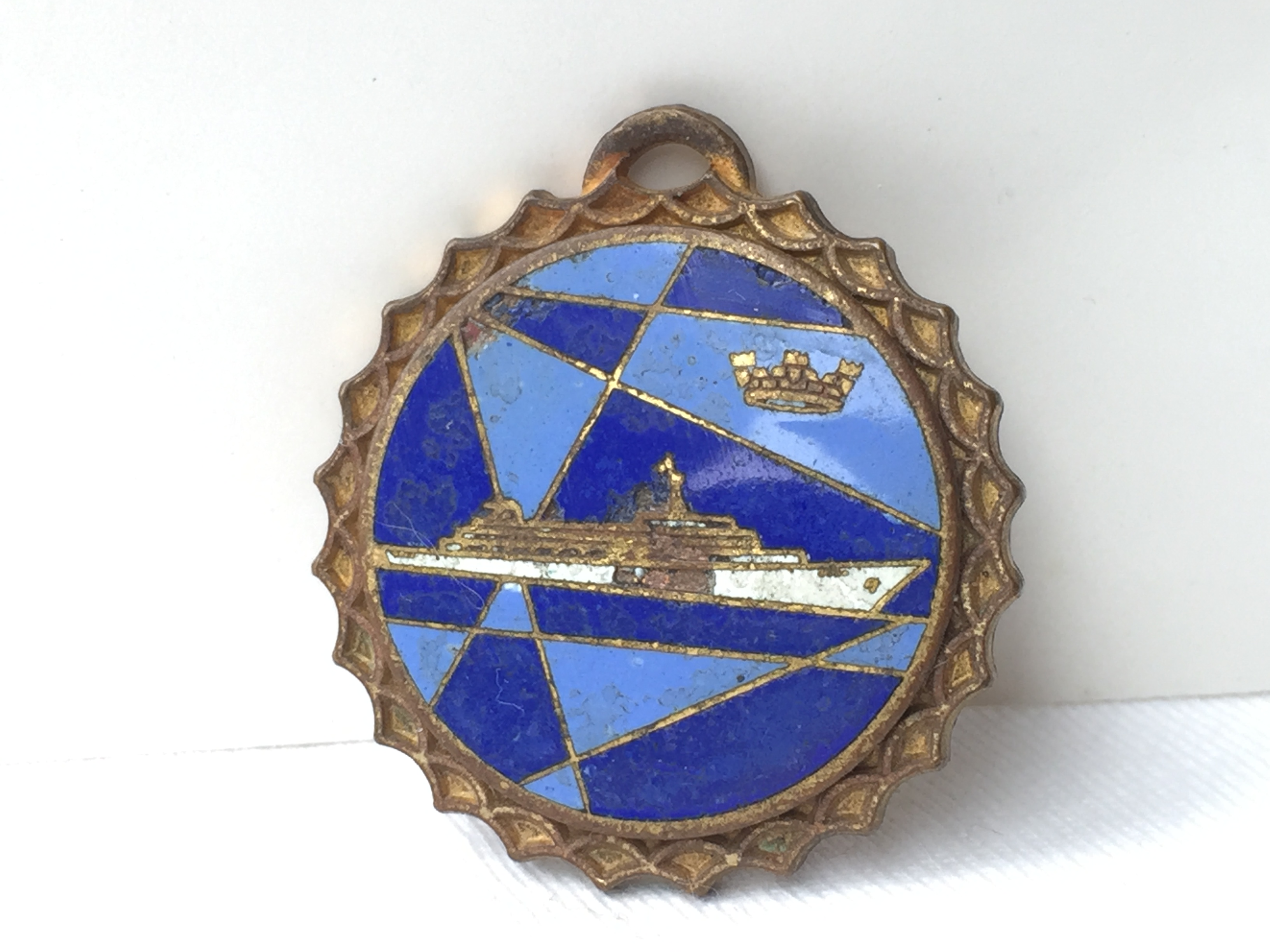 LAPEL PIN BADGE FROM THE HOME LINE VESSEL THE SS OCEANIC