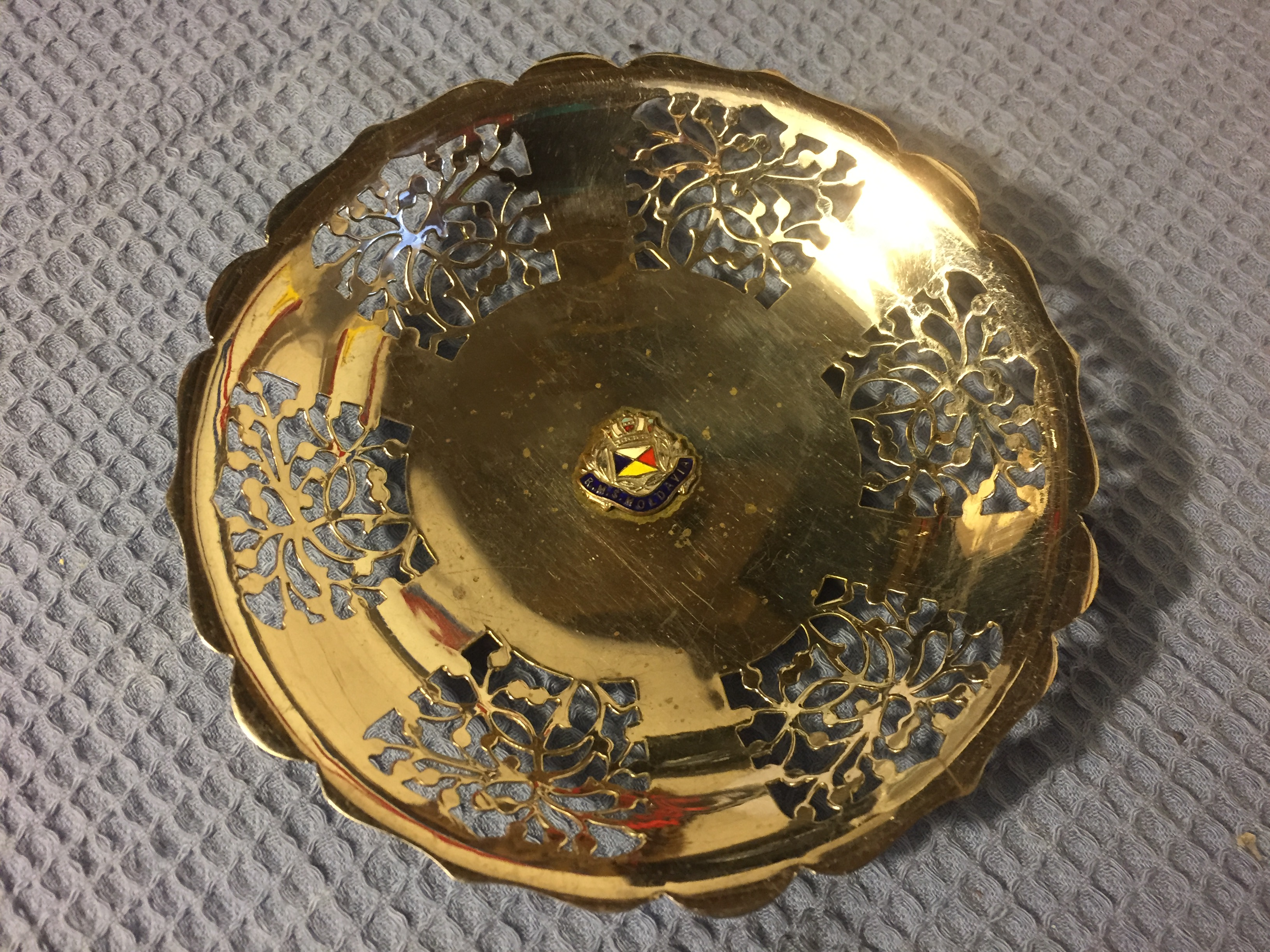 VERY RARE FIND ORNAMENTAL METAL DISH FROM THE OLD P&O LINE VESSEL THE RMS MOLDAVIA