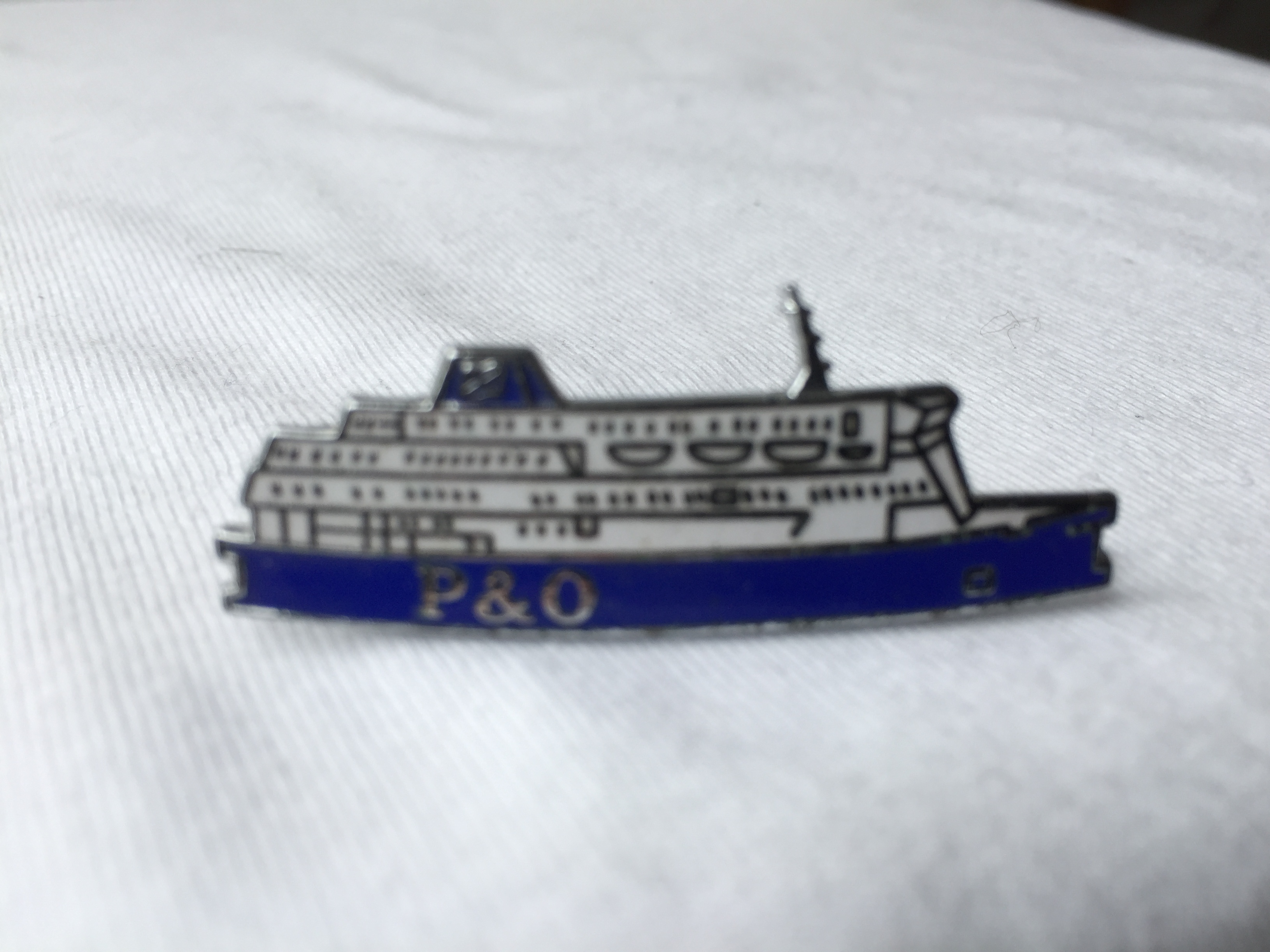 SHIP SHAPE LAPEL PIN FROM THE P&O FERRY CROSSING SERVICE