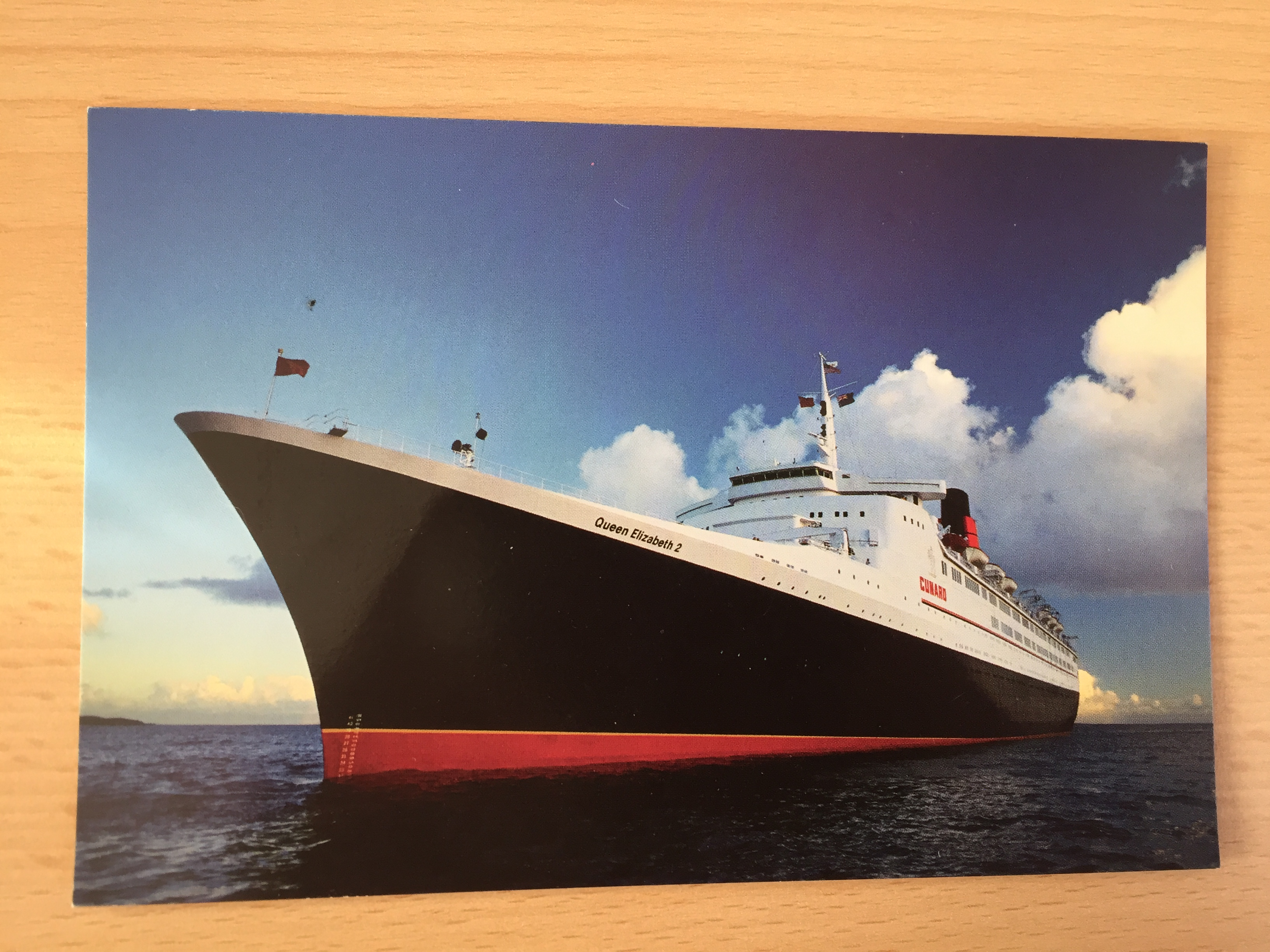UNUSED COLOUR POSTCARD FROM THE CUNARD LINE VESSEL THE QE2