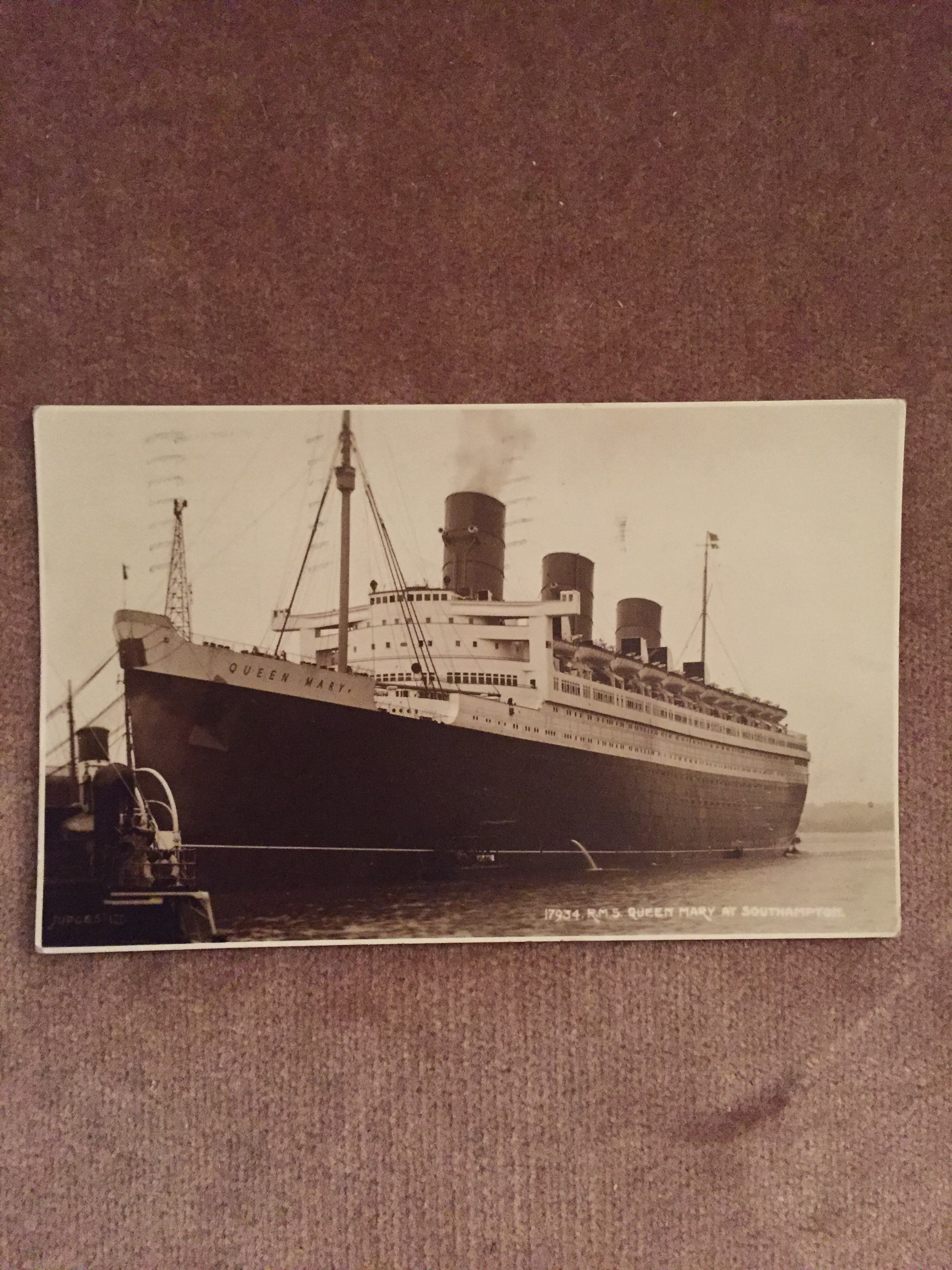 USED B/W POSTCARD FROM THE VERY FAMOUS OLD CUNARD LINE VESSEL THE QUEEN MARY