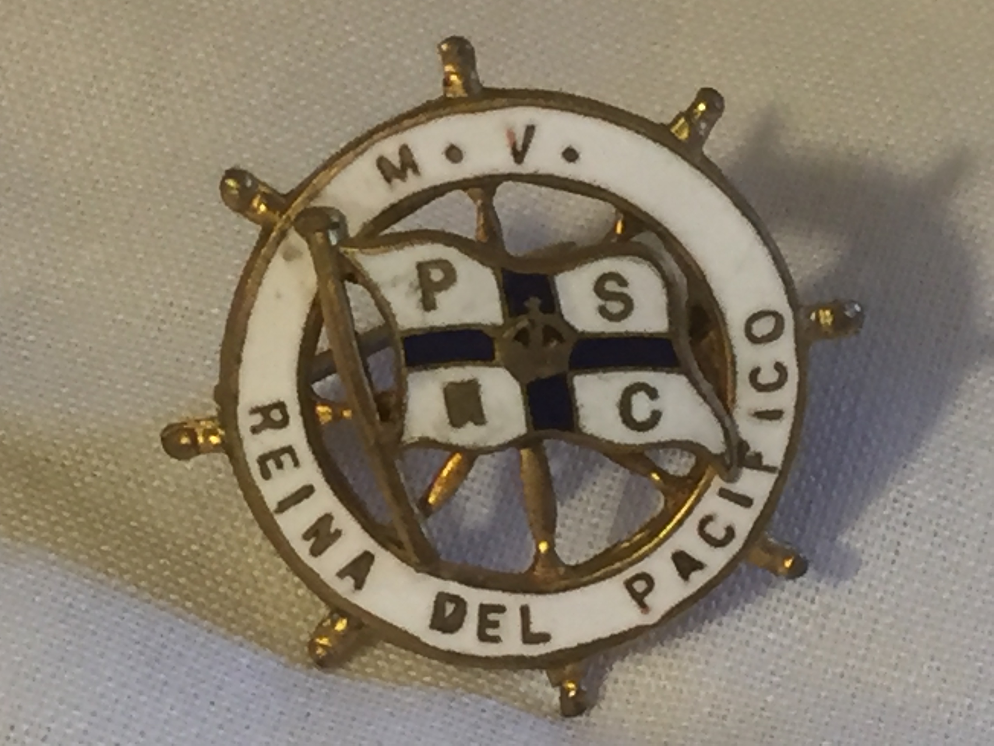 EARLY LAPEL PIN BADGE FROM THE PACIFIC STEAM NAVIGATION COMPANY VESSEL THE REINA DEL PACIFICO