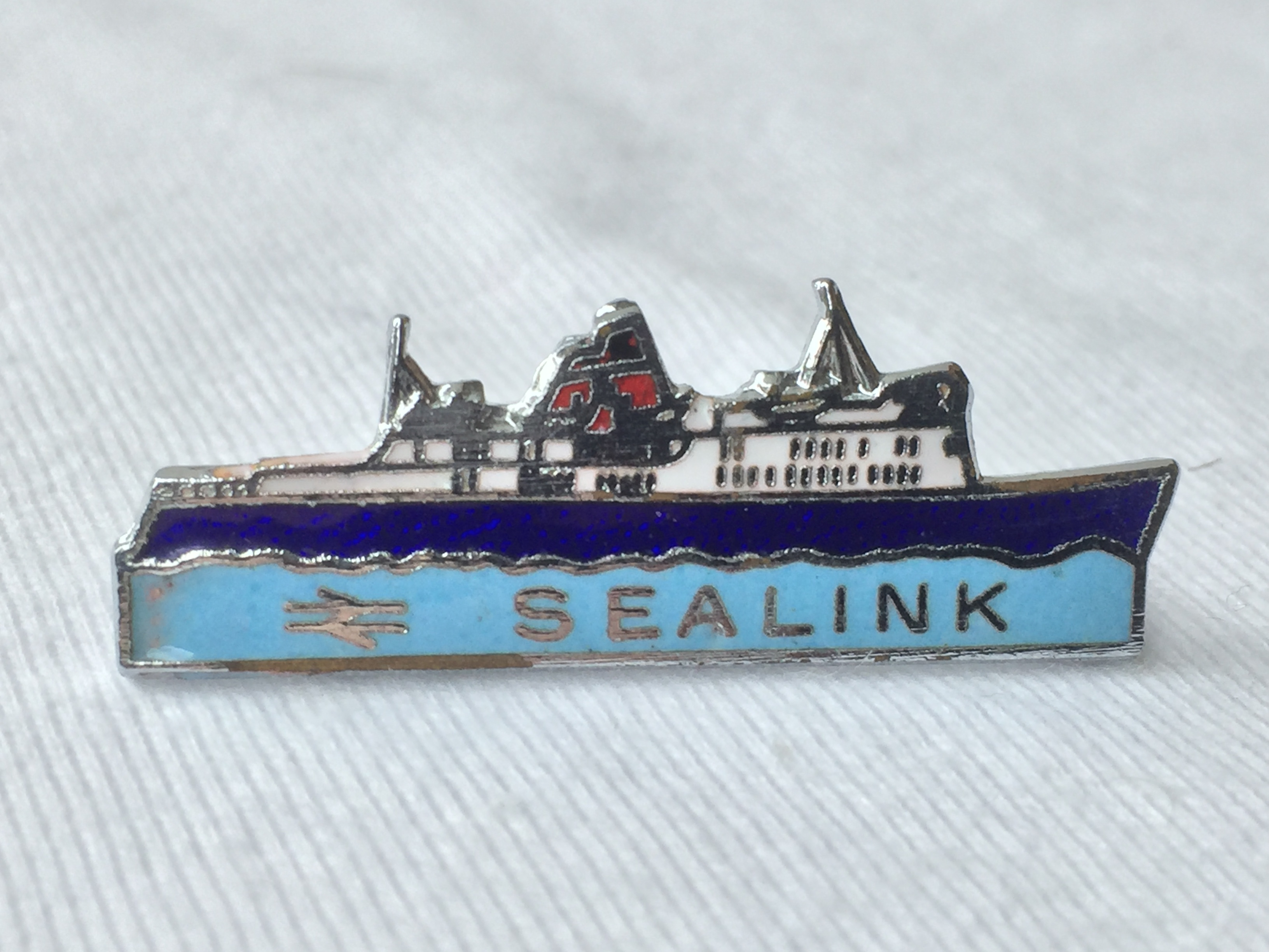 SHIP SHAPE LAPEL PIN FROM THE SEALINK FERRY CROSSING SERVICE
