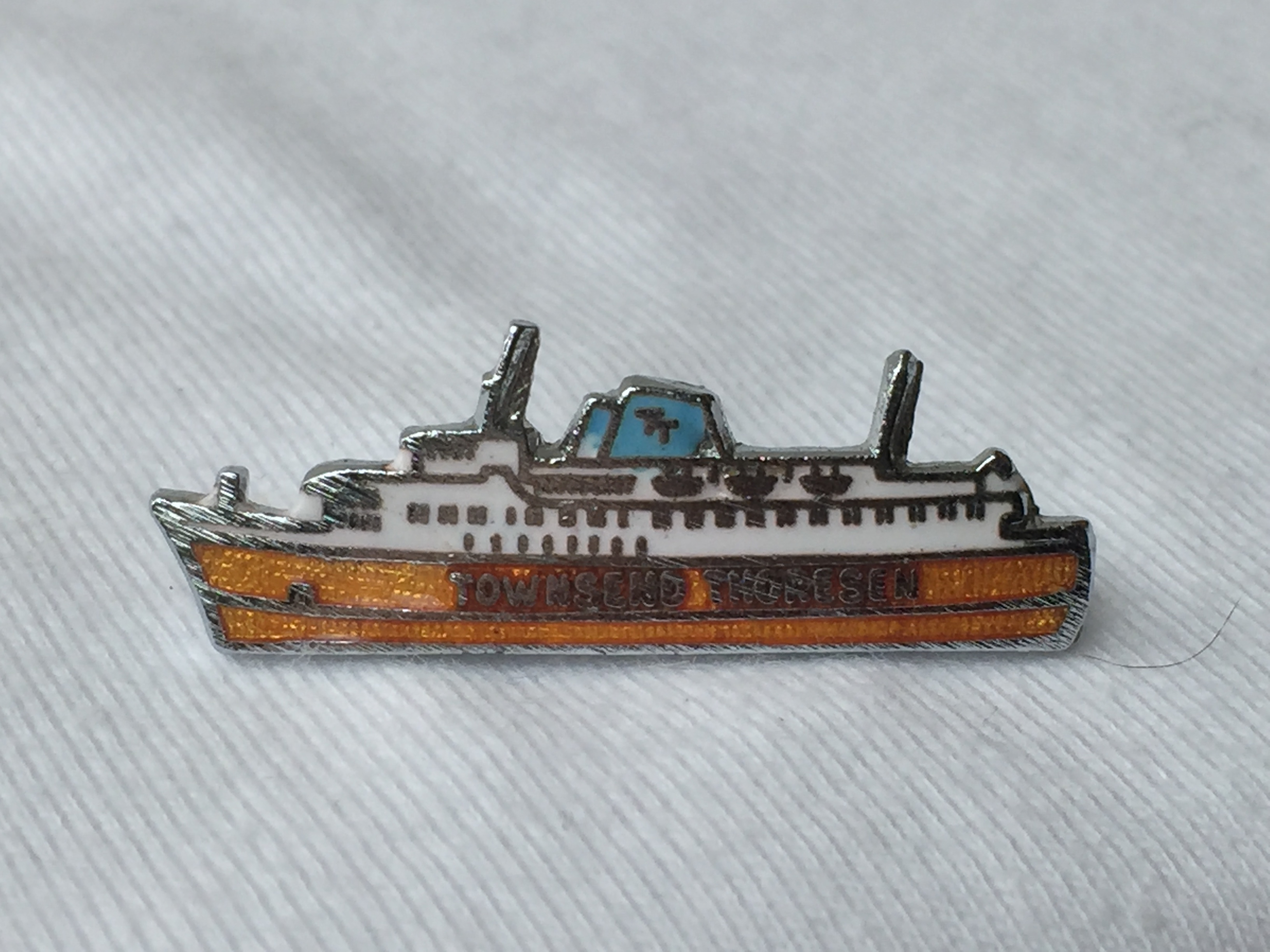 SHIP SHAPE LAPEL PIN FROM THE FERRY CROSSING SERVICE COMPANY TOWNSEND THORESEN