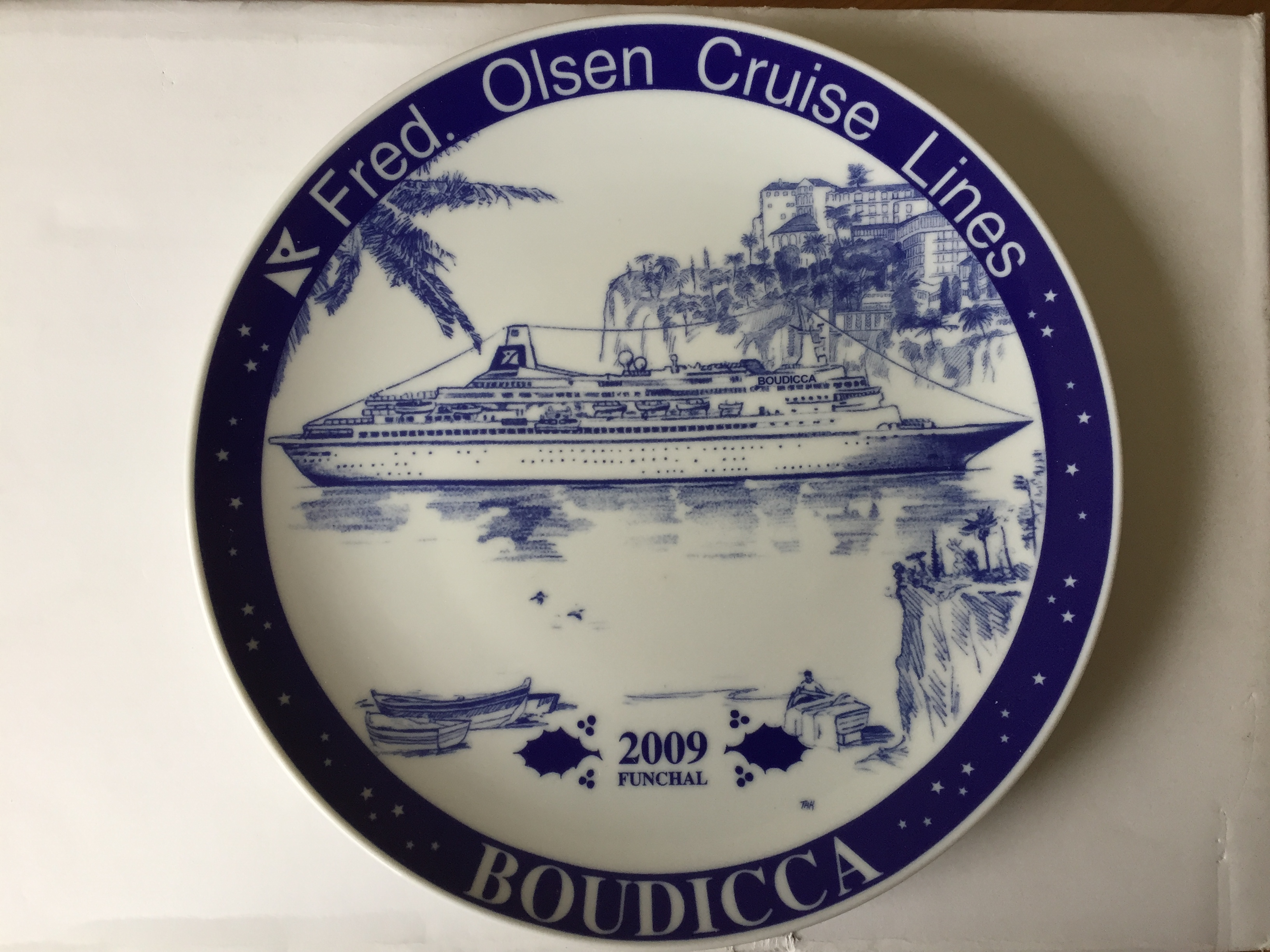 COMMEMORATIVE PLATE FROM THE FRED OLSEN CRUISE LINES LIMITED