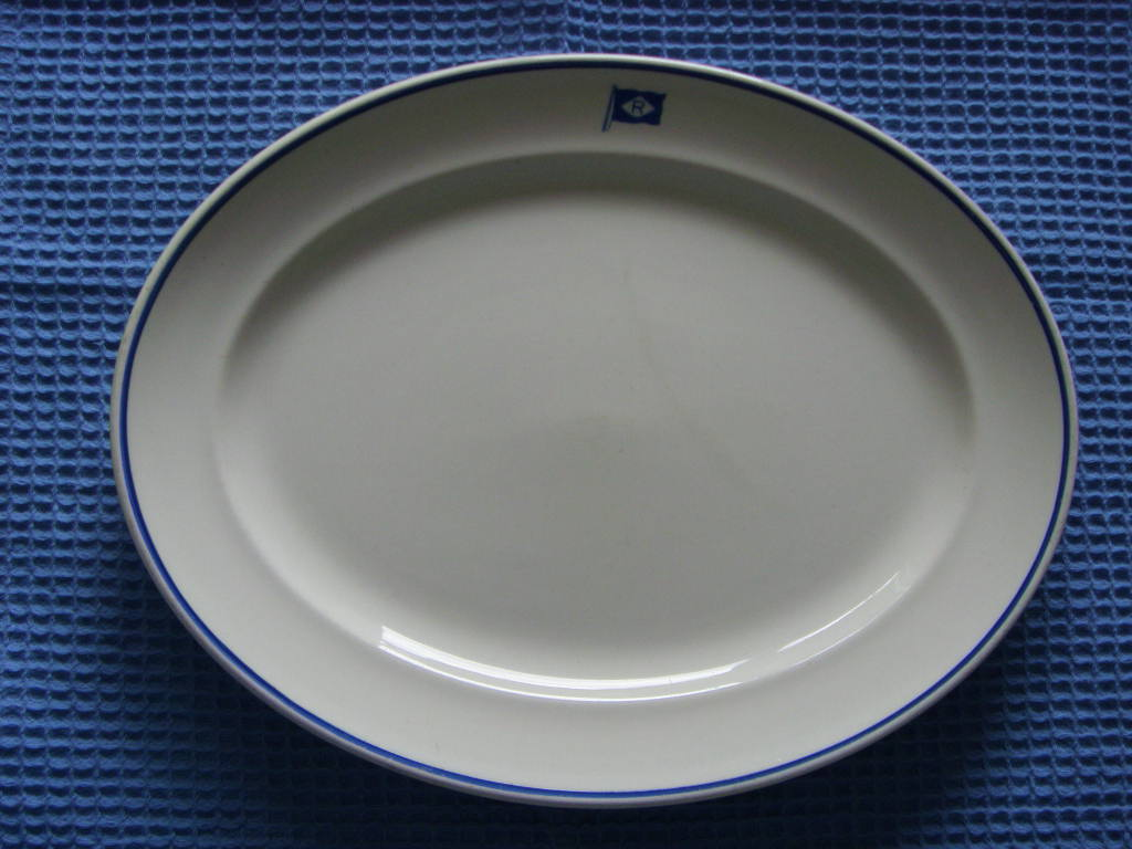 SUPERB OVAL SHAPE DINNER SERVING PLATE FROM THE EINAR RASMUSSEN LINE OF NORWAY