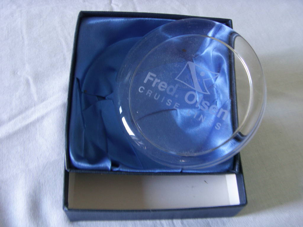 EARLY FRED OLSEN LINE SHIPPING COMPANY SOUVENIR GLASS PAPERWEIGHT FROM THE 1970's