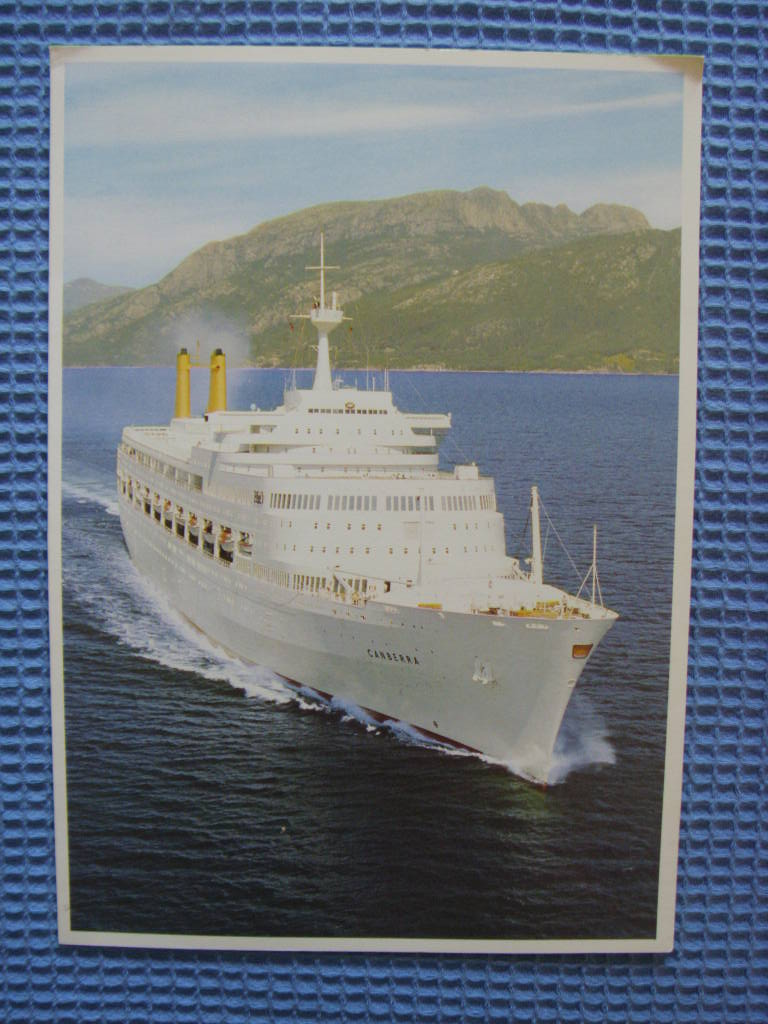 DINNER MENU FROM THE P&O LINE VESSEL THE SS CANBERRA DATED DECEMBER 1991