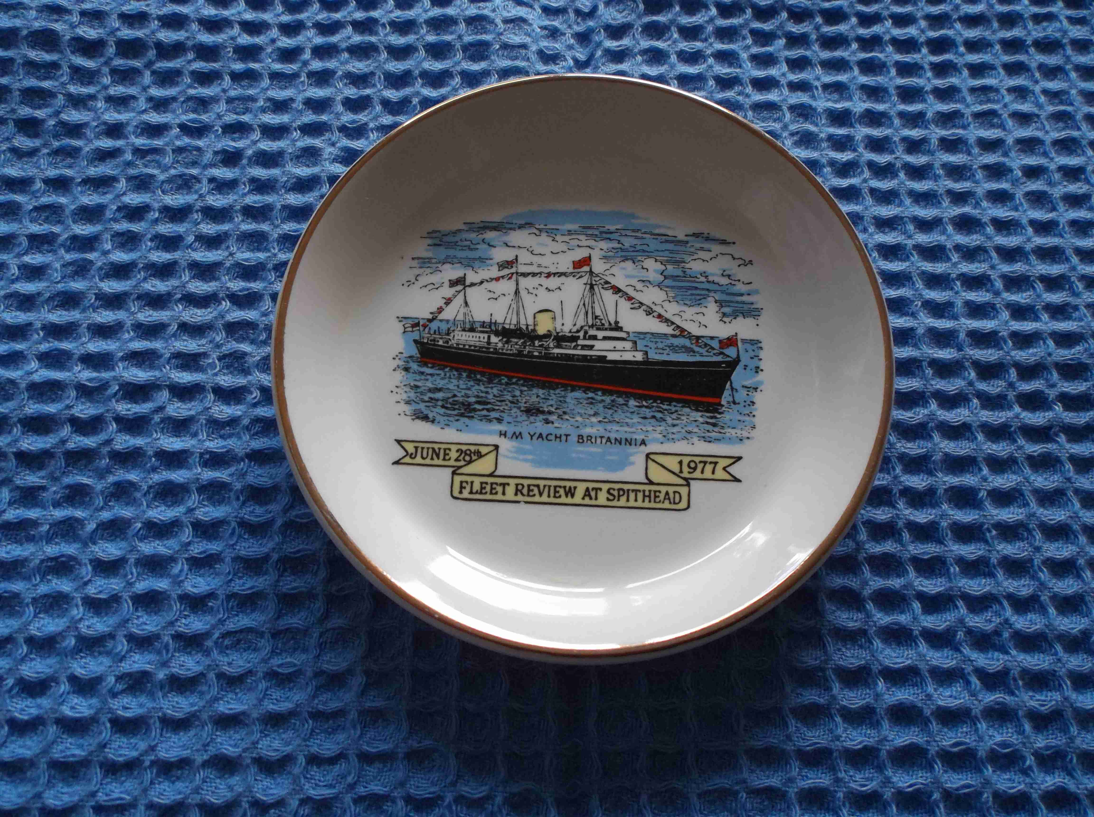 PICTURE DISH OF THE ROYAL YACHT BRITANNIA FLEET REVIEW AT SPITHEAD 1977