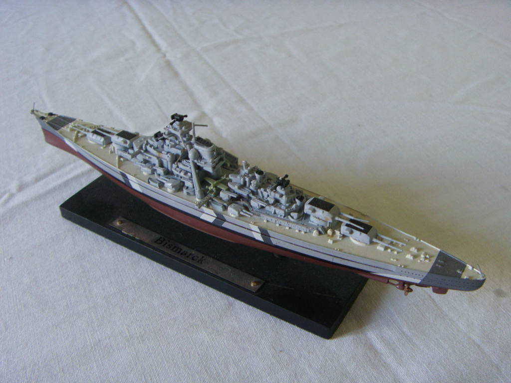 SMALL SCALE MODEL OF THE INFAMOUS GERMAN NAVAL VESSEL THE BISMARCK