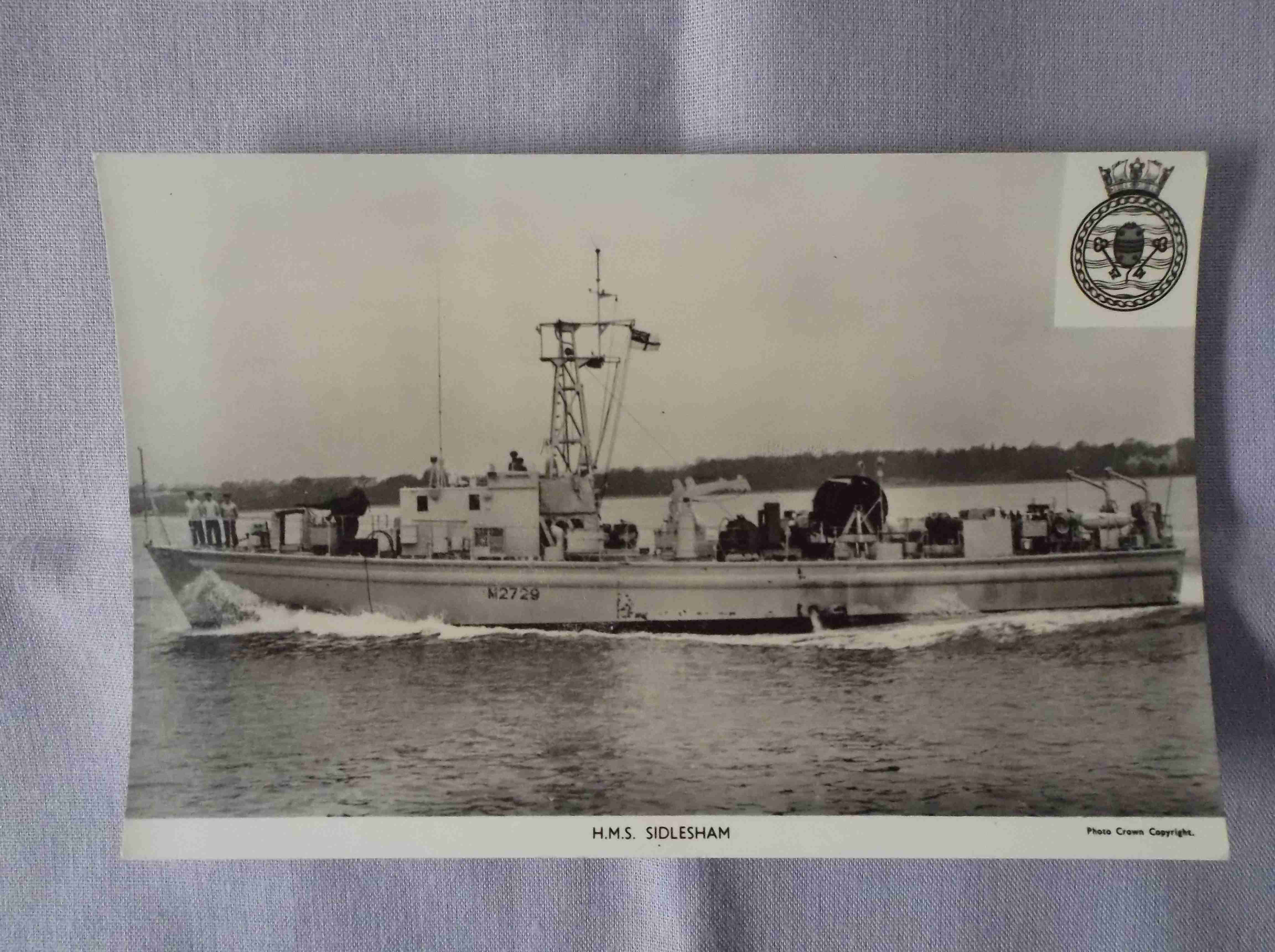 POSTCARD SIZE PHOTOGRAPH OF THE ROYAL NAVAL VESSEL HMS SIDLESHAM