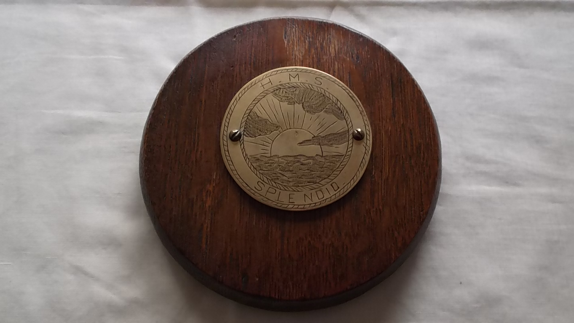 ROUND WOODEN PLAQUE SOUVENIR FROM HMS SPLENDID