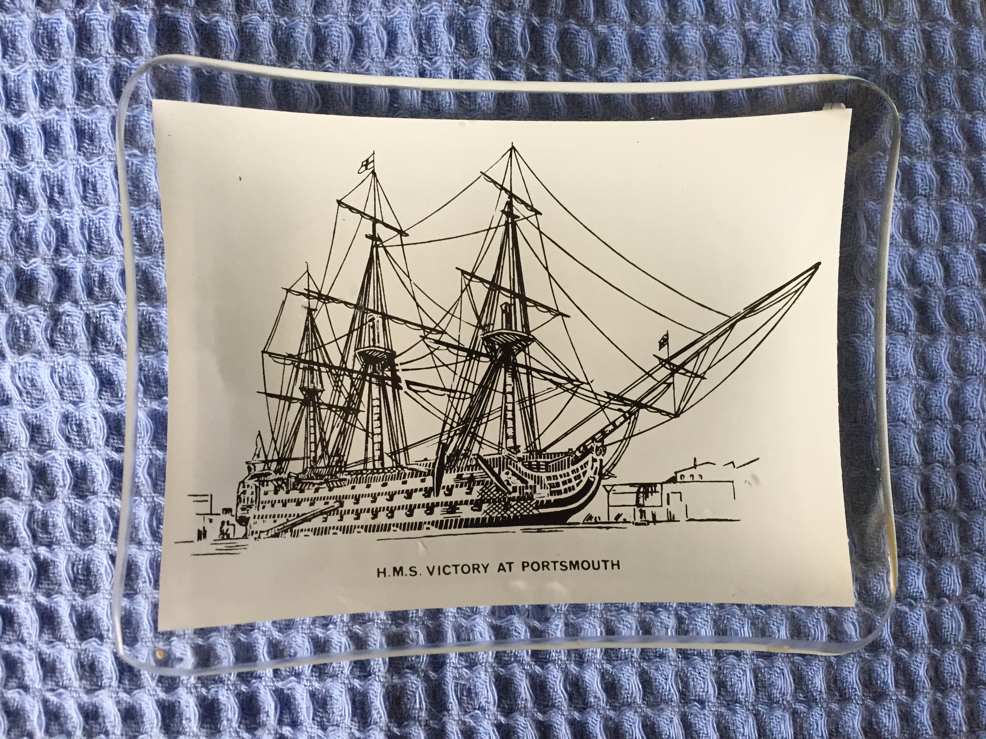 SOUVENIR GLASS DISH FROM THE FAMOUS MOORED VESSEL THE HMS VICTORY
