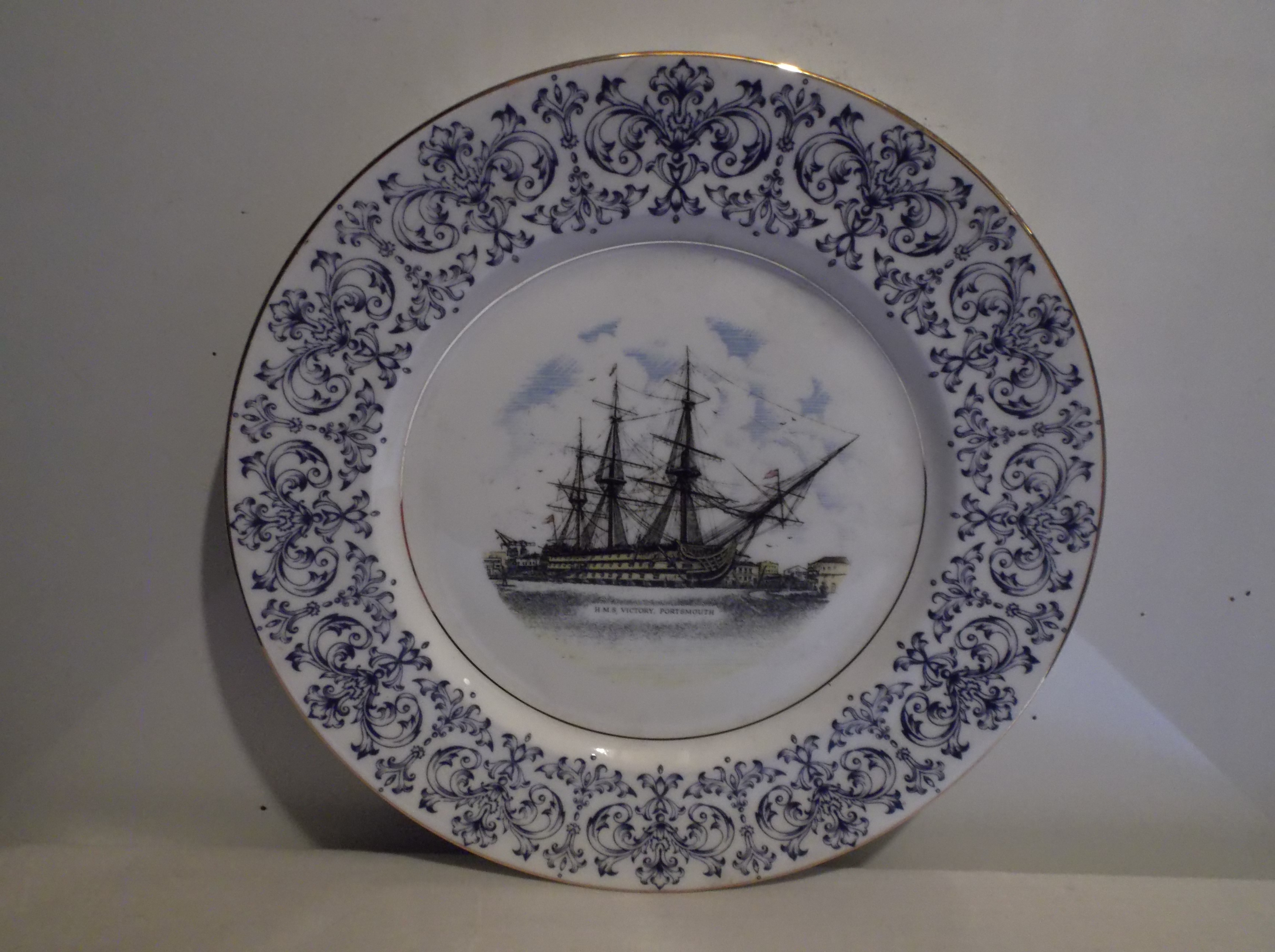 SOUVENIR PLATE FROM THE FAMOUS MOORED VESSEL THE HMS VICTORY