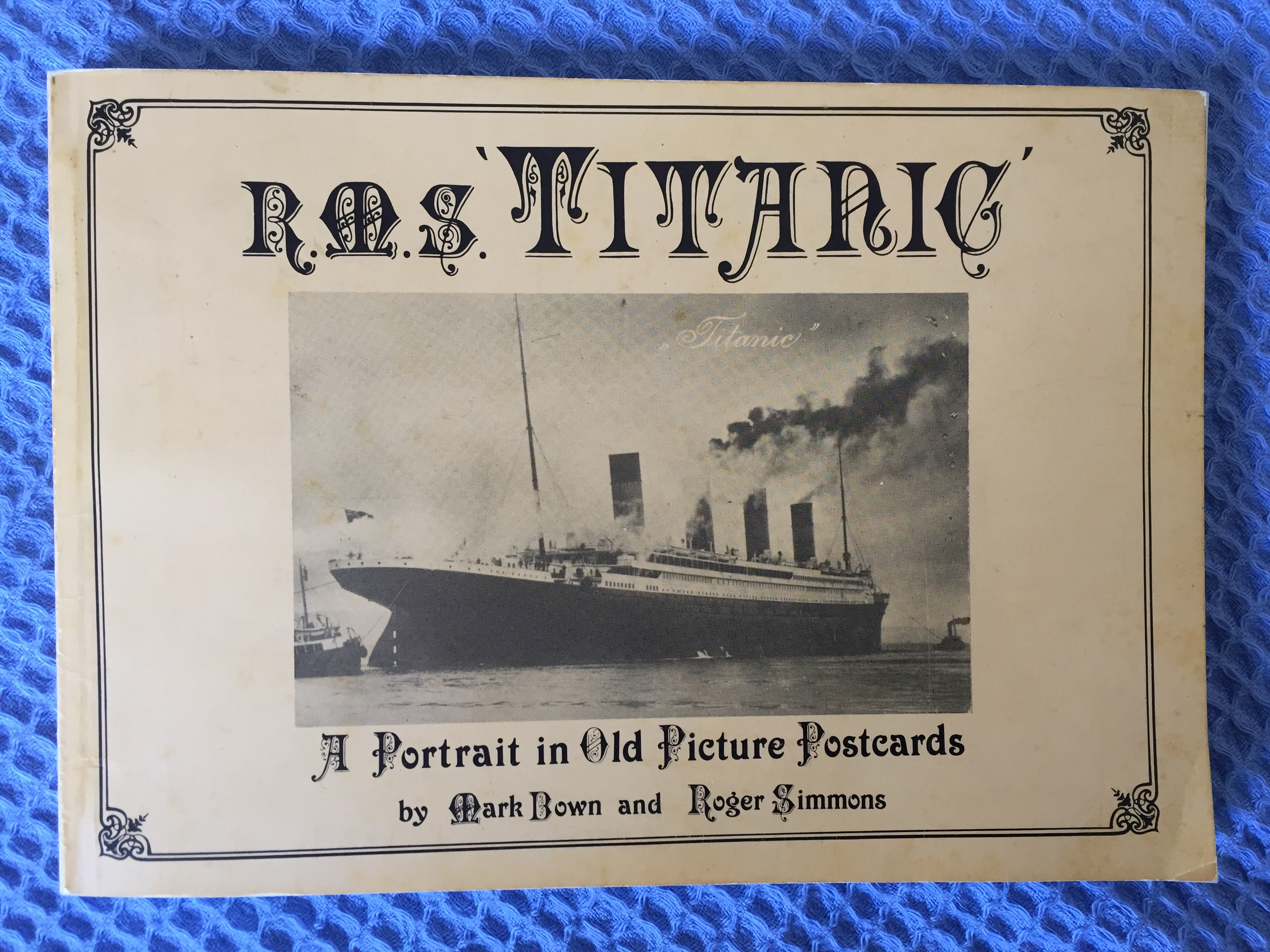 FANTASTIC BOOKLET OF MANY TYPES OF TITANIC POSTCARDS